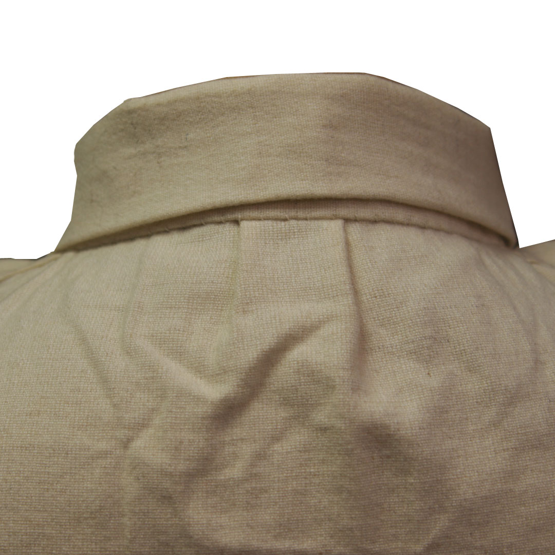 Back neck pleat of the Martin contract shirt
