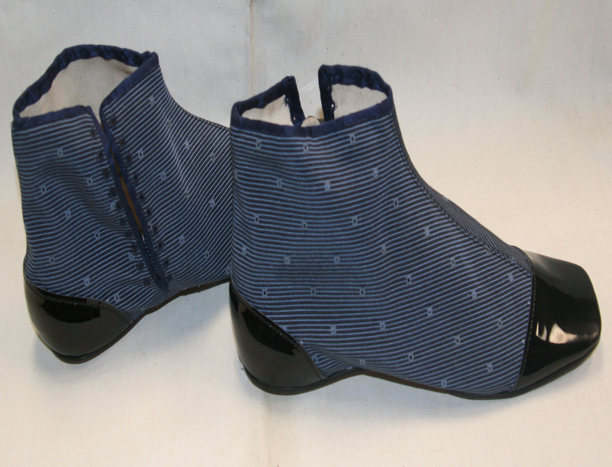 Blue dotted side lacers size 10