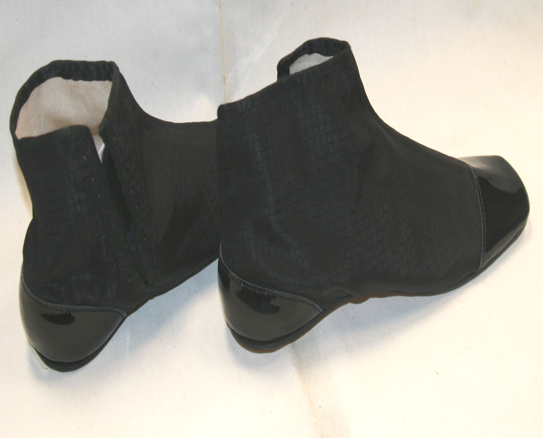 Black silk side lacers size 11