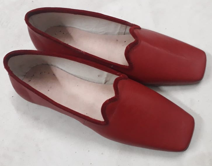 Ladies Velvet Trimmed Low Shoe