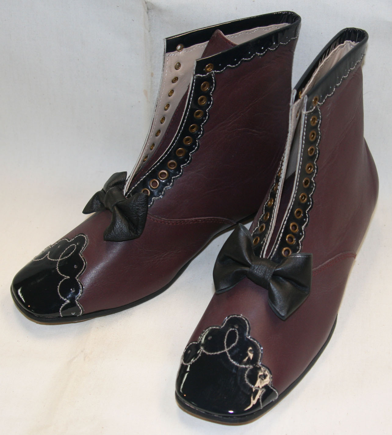 Maroon ladies decorative balmoral style shoe size 12
